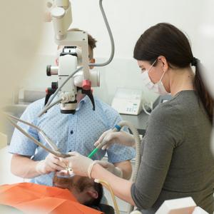 zubař a asistentka - stomatologie kusák